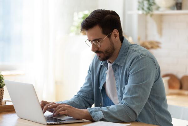 Corretor de imóves e home office: 3 coisas para você fazer sem sair de casa e prospectar clientes.